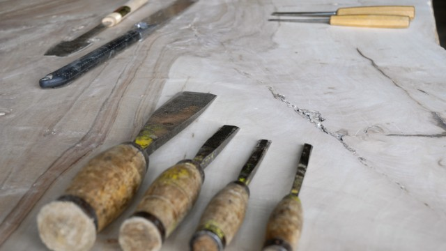A Table, meubelmakerij van Robert Uenk. Toepassing van bijzondere stammen Europees hout voor het maken van vergader, industriële en keuken tafels.