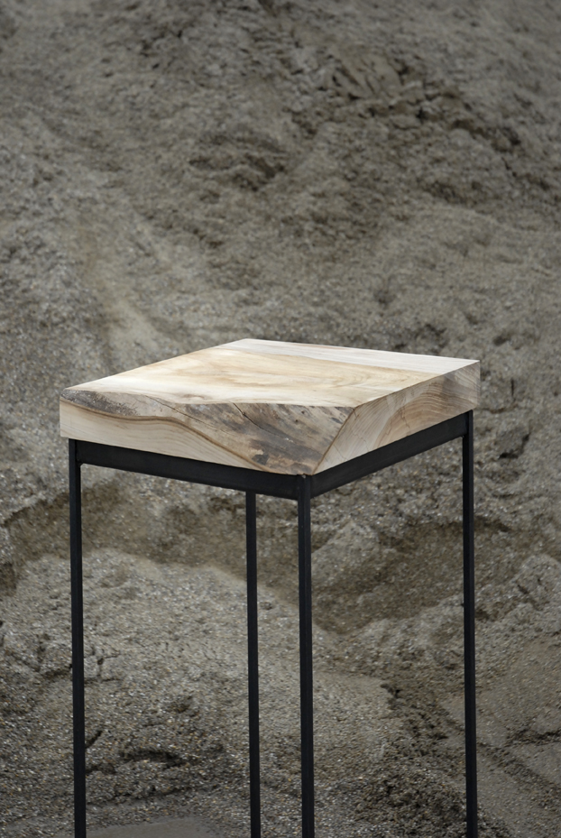 Ranke tafeltjes van iepenhout, zwart staal
