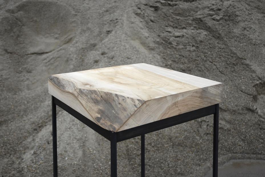 Ranke tafeltjes van iepenhout, zwart onderstel van staal
