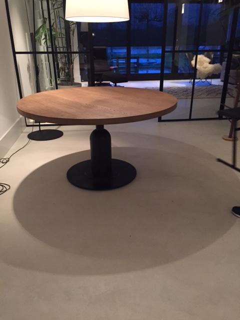 Ronde eikenhouten tafel