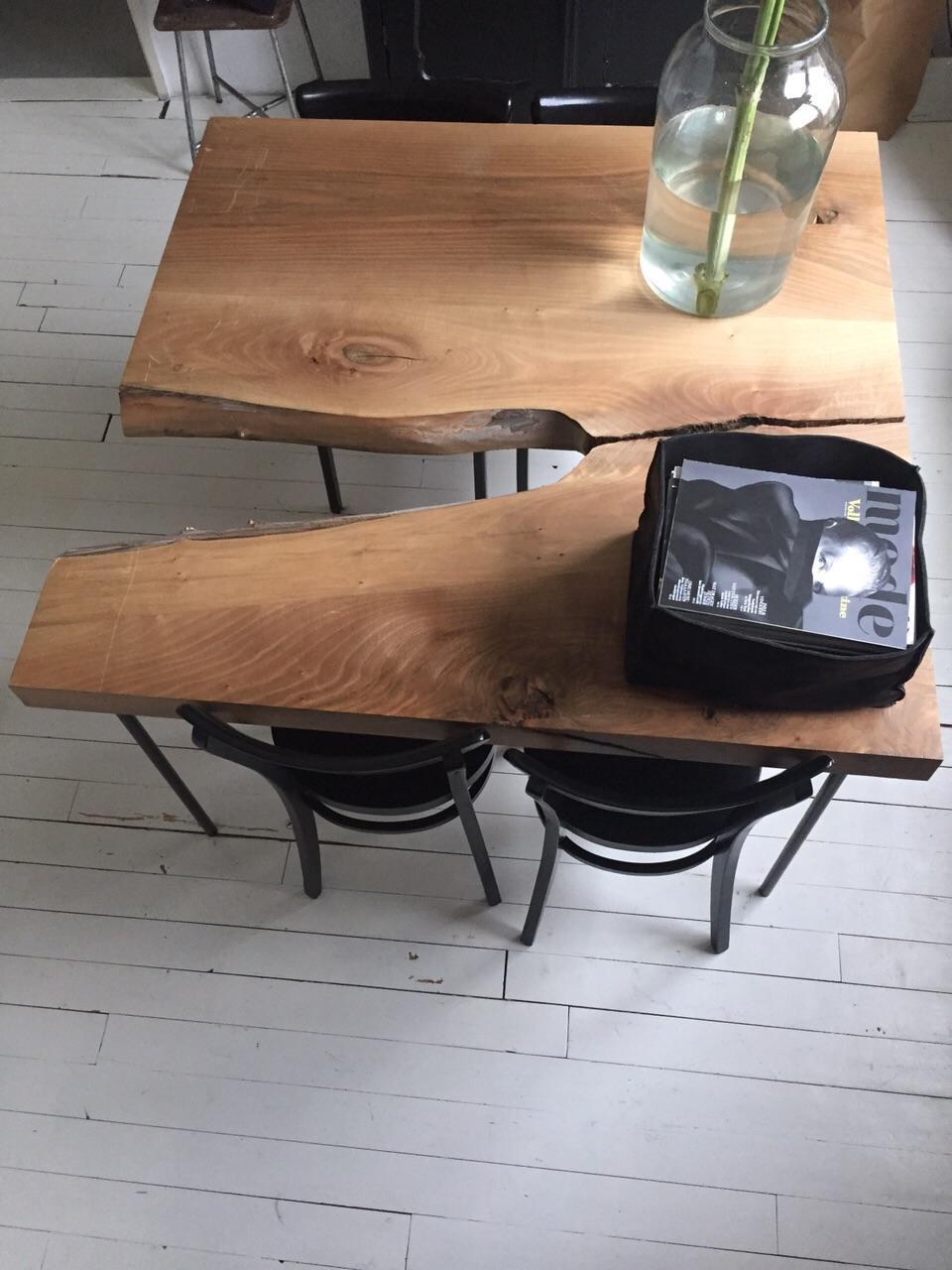 Kleine eettafel  van Frans Notenhout , niét voor 4 personen